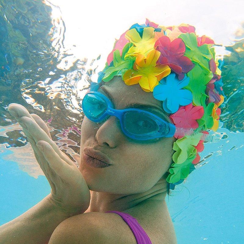 Le cuffie da piscina più vintage che ci siano – carpe diem 472eb734b79d