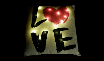 "Cuscino luminoso ""love"""