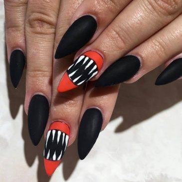 Manicure e acconciature di Halloween Gratis
