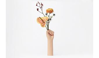 vaso fiori a forma di mano con pugno