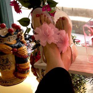 Sandali infradito fiori rosa